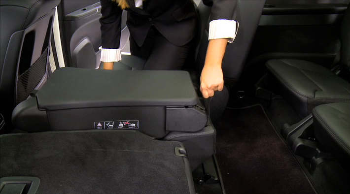 012-b_Rear_Seat_Folding_up.flv