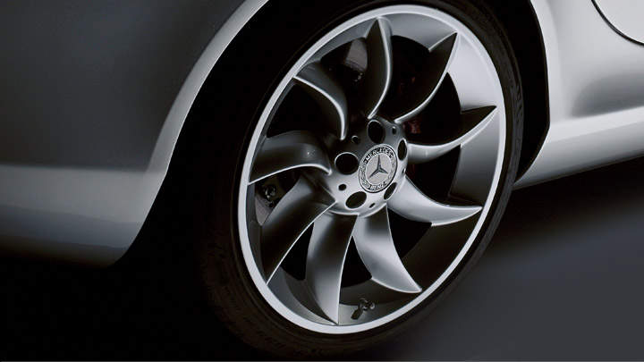 19-inch turbine wheels with high-performance tires