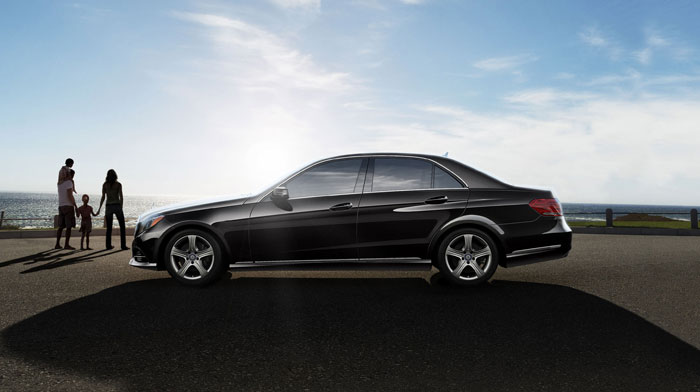 Luxury Sedan in Black with 17-inch 5-spoke alloy wheels