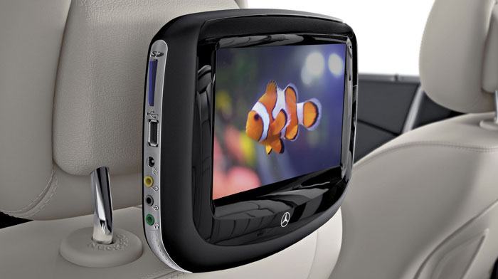 Rear Seat Entertainment system plays DVD, game consoles and more.