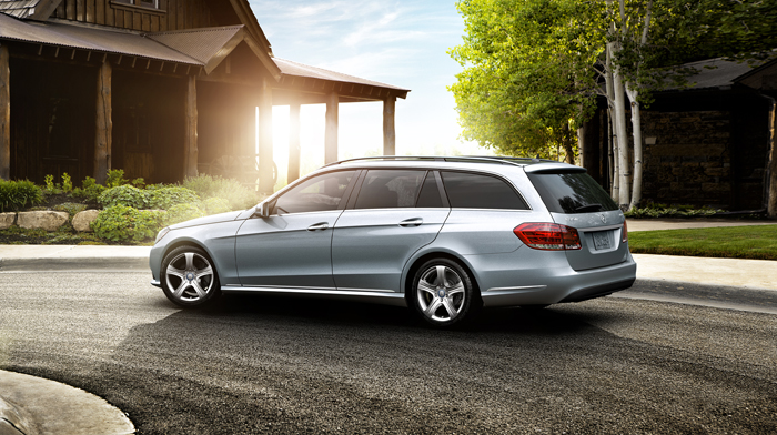 4MATIC Luxury Wagon in Diamond Silver with 17-inch wheels