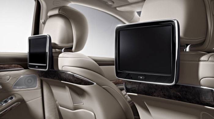in Silk Beige/Espresso Brown with Rear Seat Entertainment system