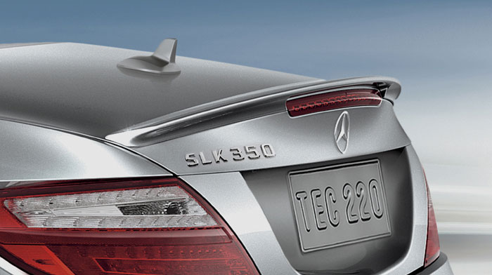 A rear spoiler accentuates the sporty SLK shape.