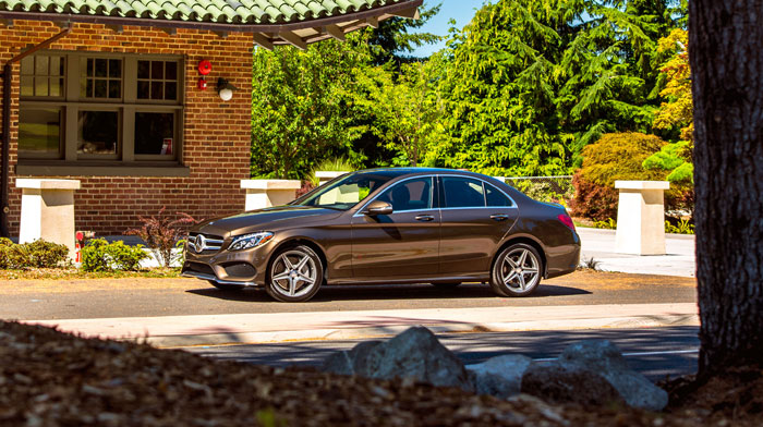 4MATIC Sedan in Dolomite Brown with Panorama roof and PARKTRONIC