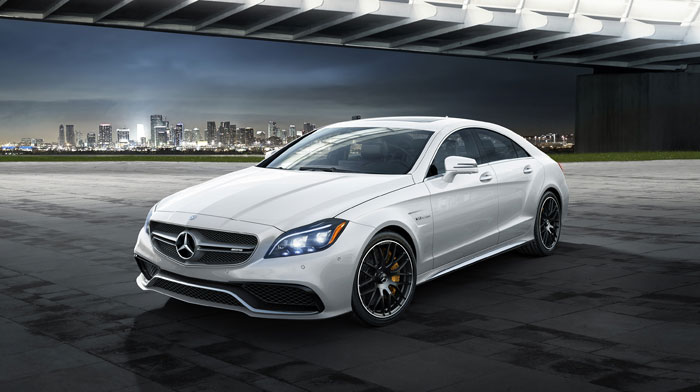 AMG S 4MATIC in designo Diamond White with black AMG cross-spoke wheels