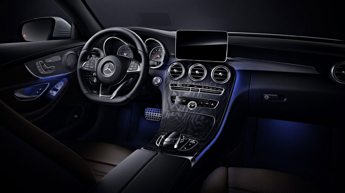 Coupe in Black leather with Natural Grain Black Ash wood trim