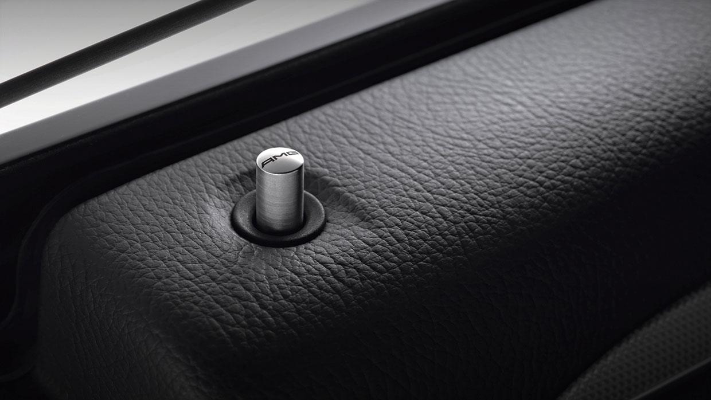Mercedes-Benz 2017 GLA SUV 001 MCFO R