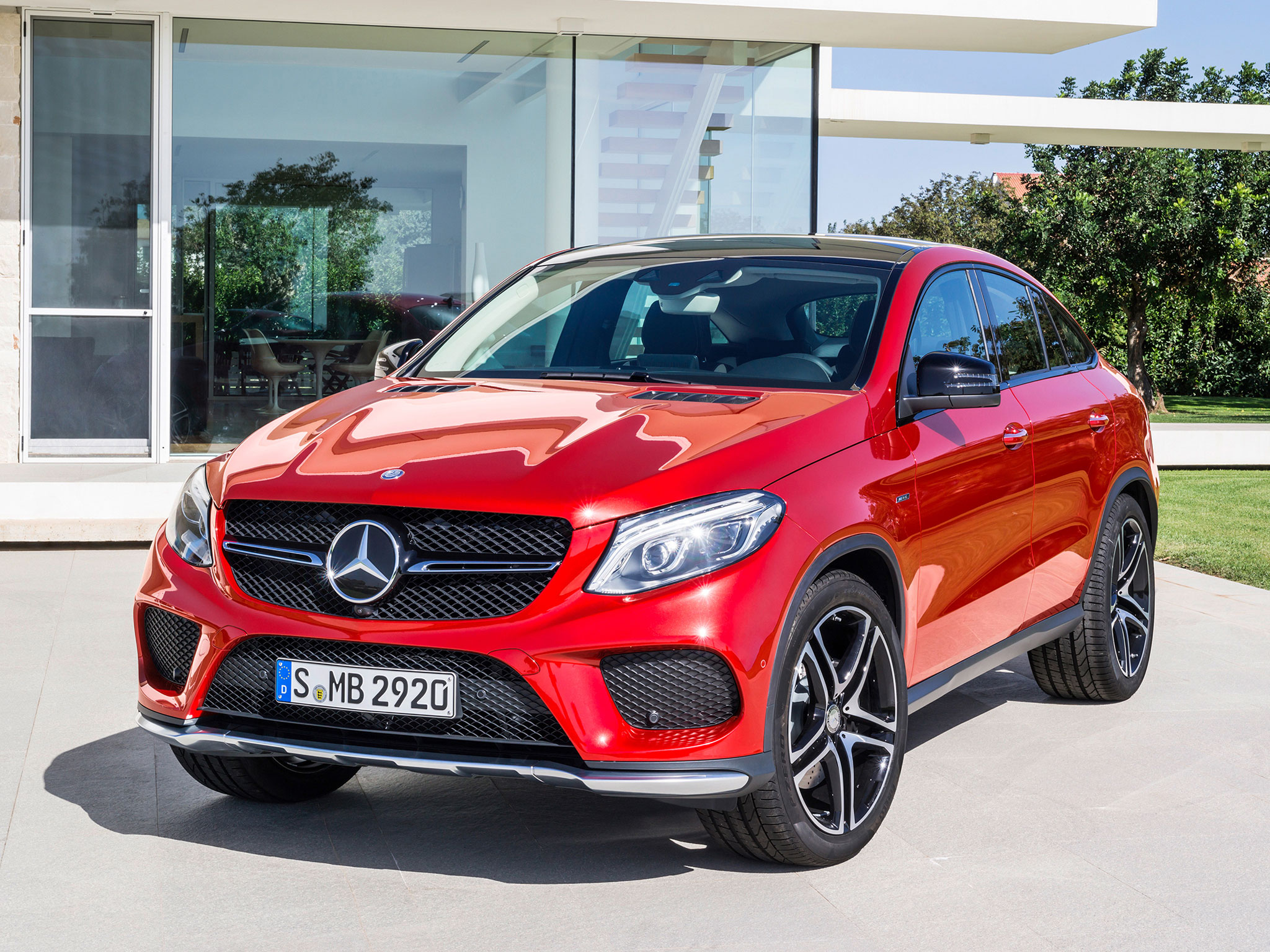 https://assets.mbusa.com/vcm/MB/DigitalAssets/FutureModels/Responsive/2016_GLE_Coupe/Gallery/2016-GLE-CLASS-COUPE-FUTURE-GALLERY-007-WR-T.jpg