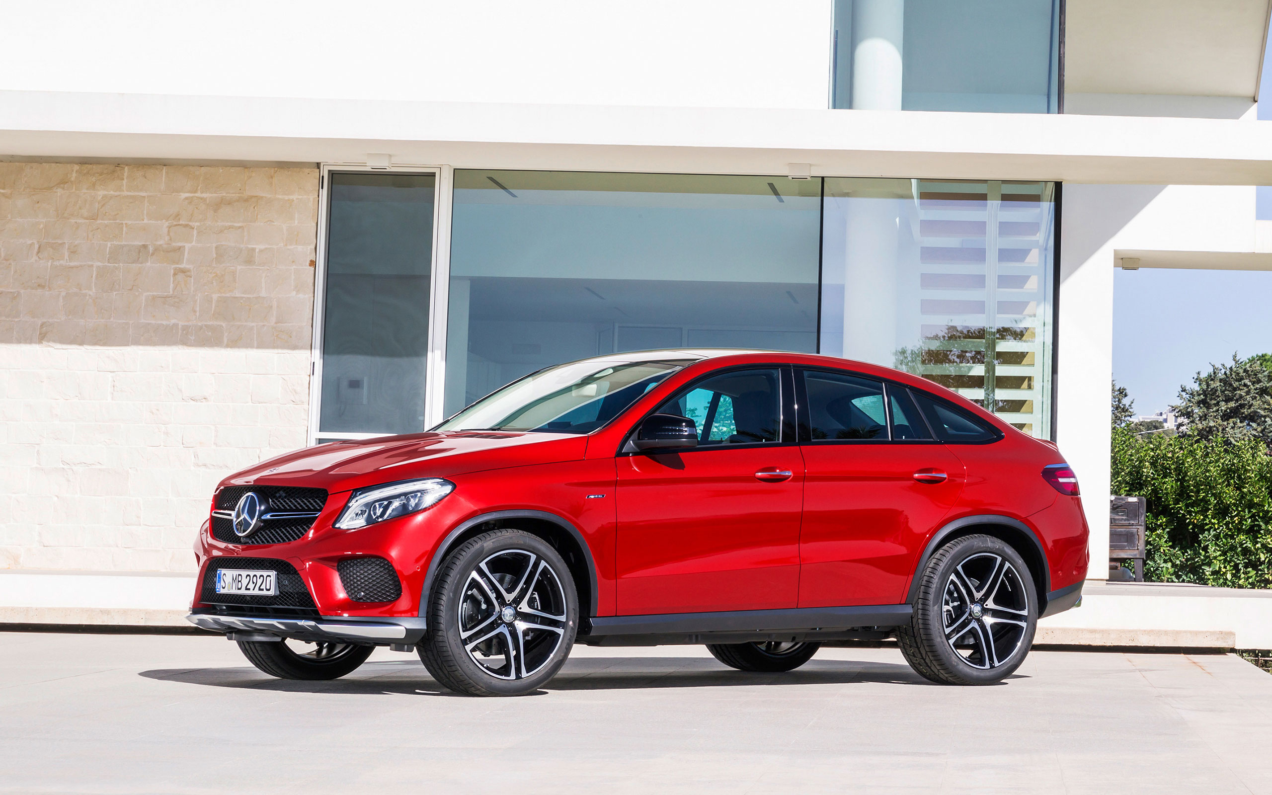 https://assets.mbusa.com/vcm/MB/DigitalAssets/FutureModels/Responsive/2016_GLE_Coupe/Gallery/2016-GLE-CLASS-COUPE-FUTURE-GALLERY-008-WR-D.jpg