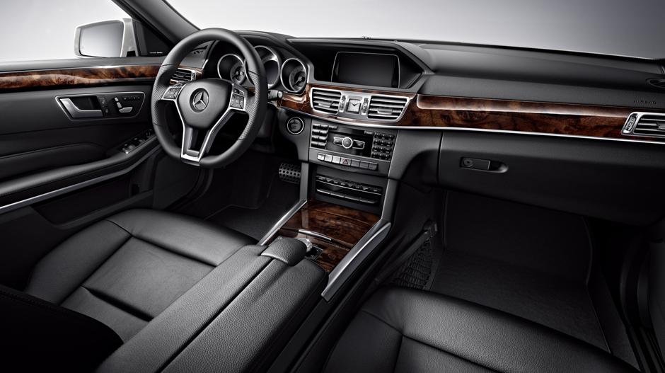 Mercedes-Benz 2014 E CLASS WAGON GALLERY 011 GOI D
