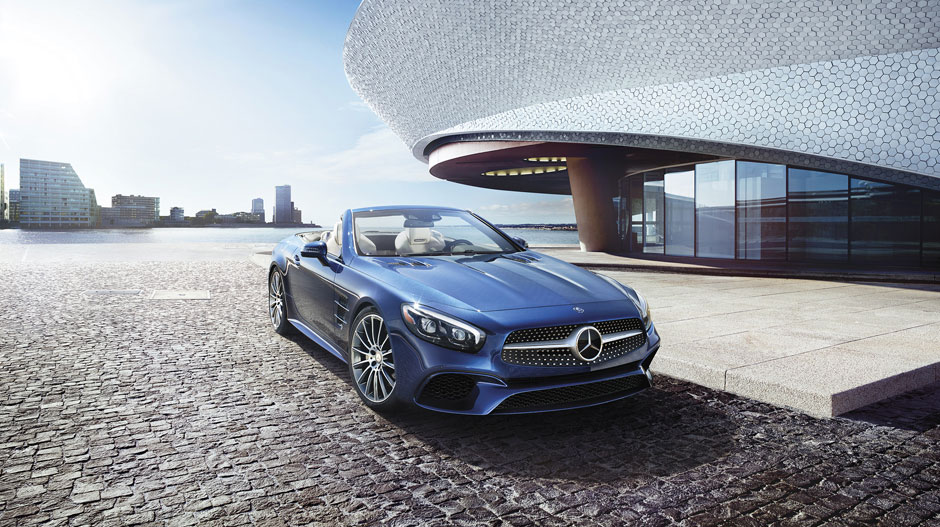 in Brilliant Blue with 19-inch AMG multispoke wheels