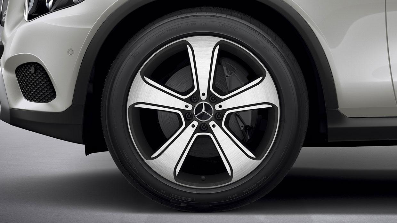 Mercedes-Benz 2017 GLC SUV 003 MCFO R
